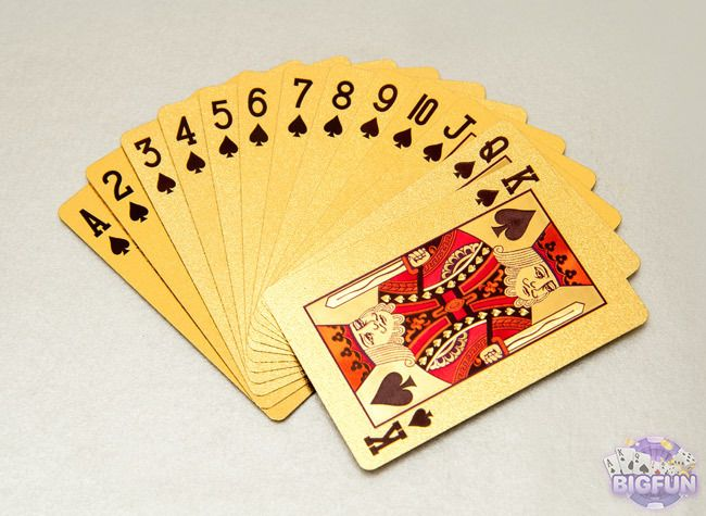 Bài tấn sử dụng bộ bài 52 lá như các trò đánh bài khác